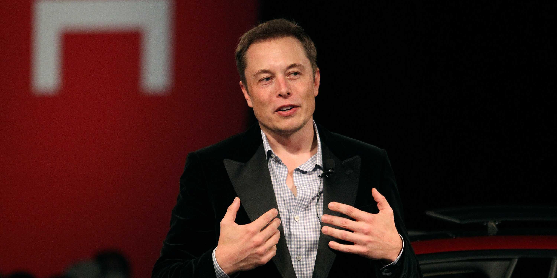 Elon-Musk-propietario-de-Tesla-y-de-SolarCity[1]